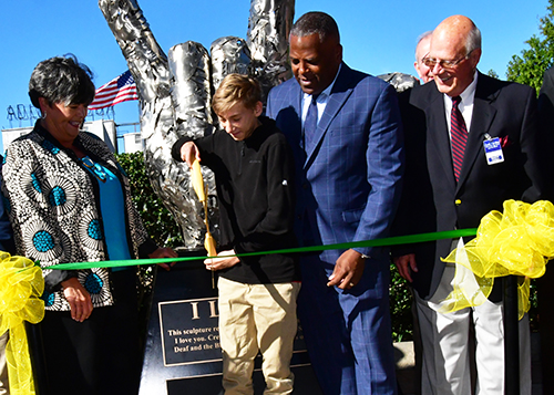 Columbia Mayor Stephen Benjamin and SCSDB representatives cut a ribbon at the sculpture dedication.